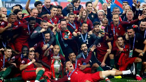 Portugal shocks France with 1-0 win for Euro 2016