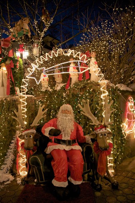 25 Best Christmas Towns in USA