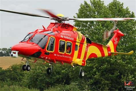 Hélicoptère AW169 d'Essex & Herts Air Ambulance // HELICO