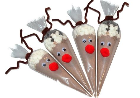 Make reindeer hot cocoa cones as a sweet holiday gift